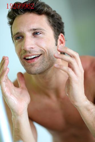 男生皮肤粗糙怎么调理 什么原因导致皮肤粗糙