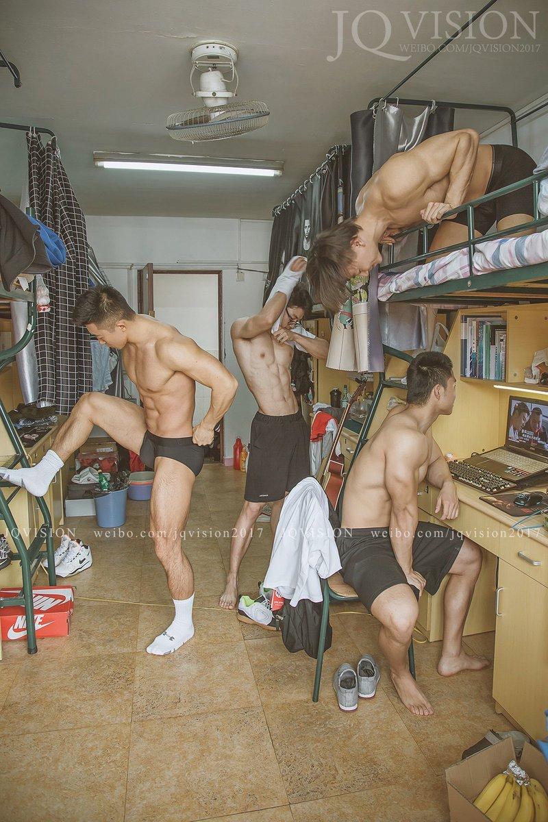 摄影师捕捉上海体育大学男宿舍,体育生性感写真