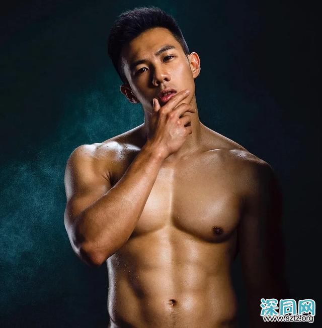天菜医生抢模特饭碗,最喜欢拍照秀肌肉!