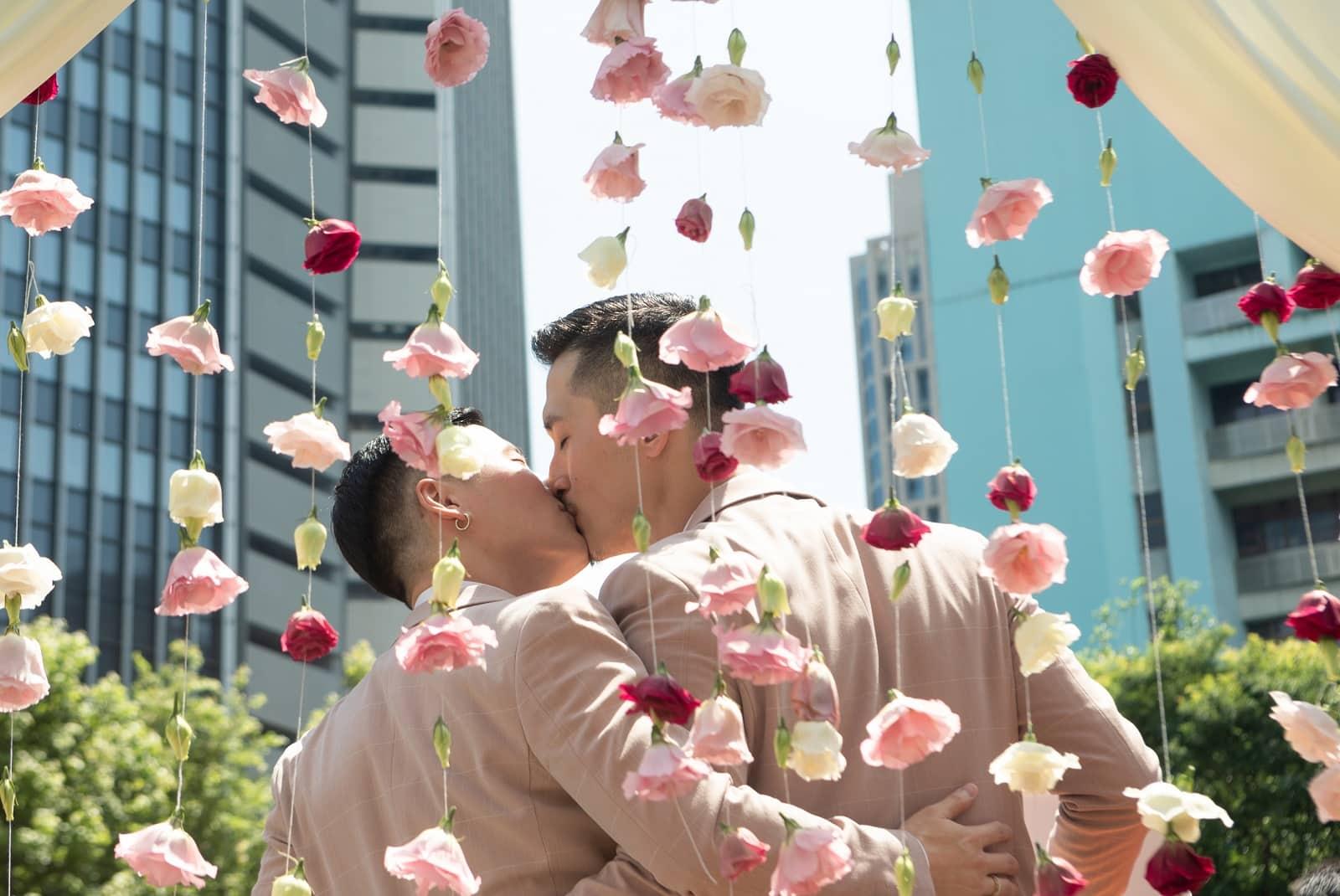 恭喜!台湾同婚一週年数据揭祕:高雄人为何爱跑到屏东登记?
