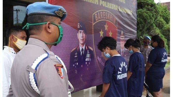 印尼2对女同性恋者无钱付车资·杀害电召车司机弃山谷