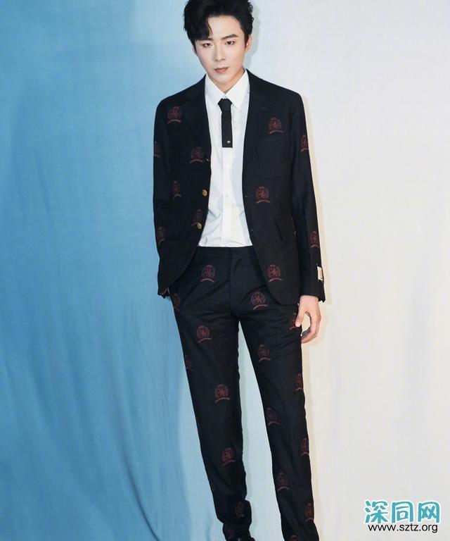 189cm刘宇宁,穿紧身裤配西装,大长腿抢镜,身材比例惊艳