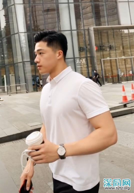 186CM广州房产正装小哥火了,网友:我要找他买房