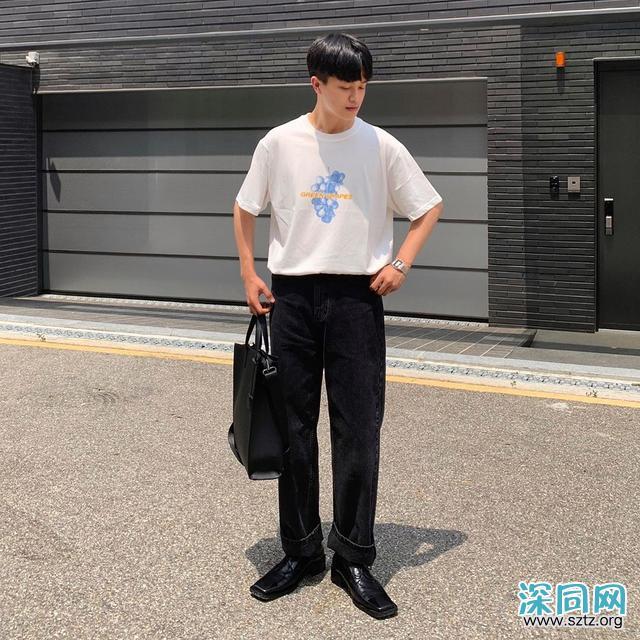 """男生还是穿""""黑白配""""最高级,时尚帅气不沉闷"""