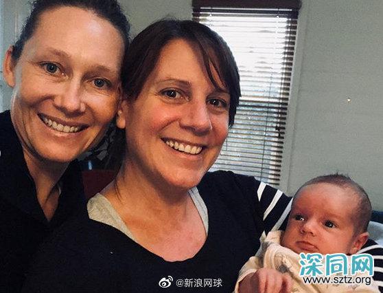 澳洲美网名将斯托瑟宣布当妈喜讯 她的同性伴侣诞下一个女婴