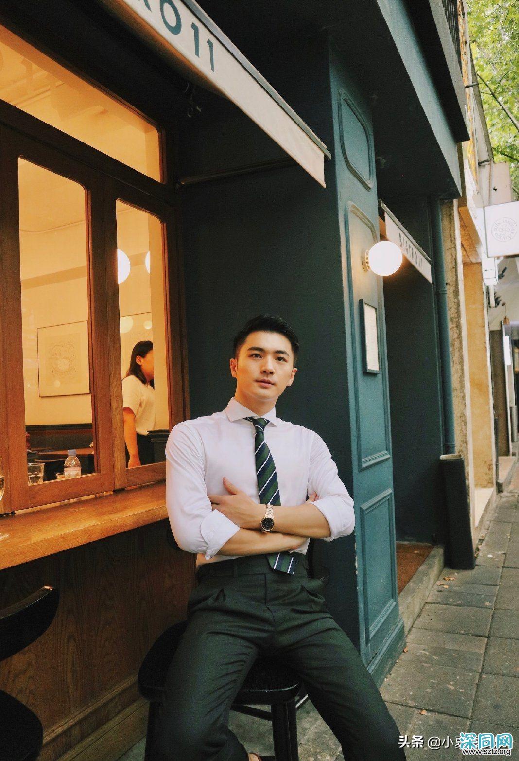 街边偶遇西装小哥哥,太帅了,笑容也十分阳光